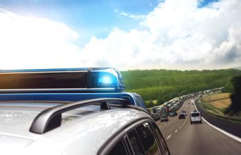 Die Hamburger Polizei fährt auf leisen Sohlen im E-Auto