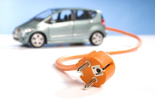 Bild: © Eisenhans - Fotolia.com - In vielen Autohäusern stehen gar nicht erst aufgeladene Elektroautos zur Probefahrt bereit, wie eine WAZ-Reporterin feststellen musste.