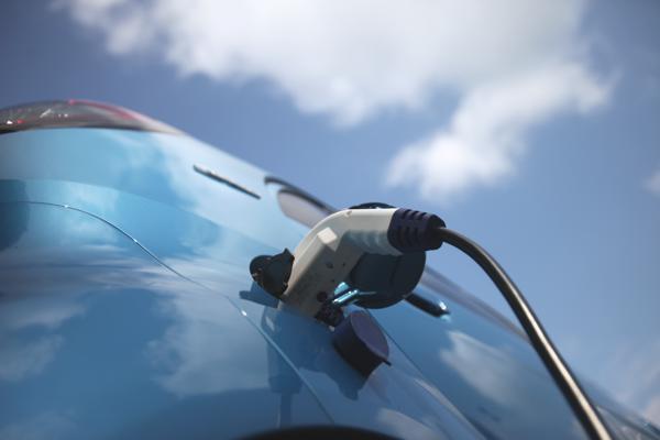 Was passiert, wenn man einen Hybrid baut, der Erdgas- und Elektromotor vereint?