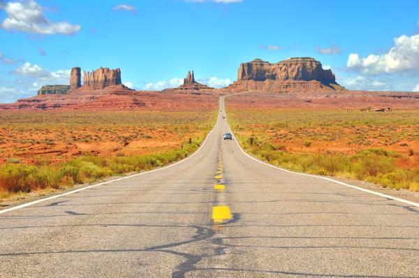 Bild: © Amy Nichole Harris - Fotolia.com - US-Highways: Für Elektroautos offensichtlich ein gutes Pflaster