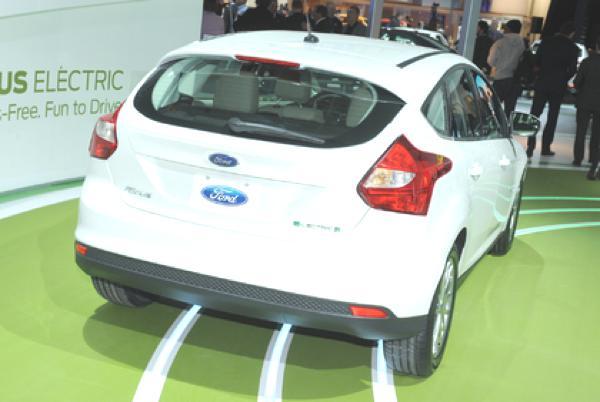 Bild: © UnitedPicutes/Auto-Reporter.NET - Im Vergleich zum Benziner-Pendant macht der Focus Electric keine allzu gute Figur