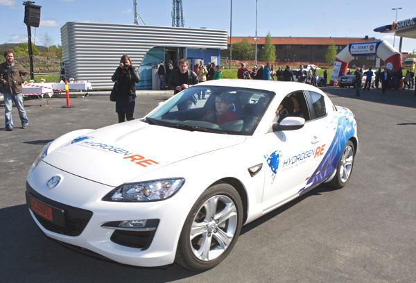 Bild: © Auto-Reporter/Mazda - Der Mazda RX-8 Hydrogen RE befindet sich nun schon seit geraumer Zeit in der Testphase
