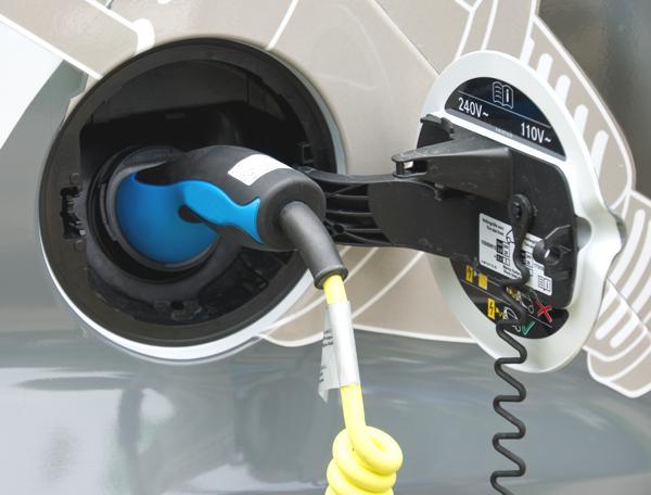 Bild: © Johannes Menk - Fotolia.com - Wie viel Strom verbraucht ein Elektroauto wirklich, wenn es geladen wird? GM bastelt an einer App, die Aufschluss geben soll