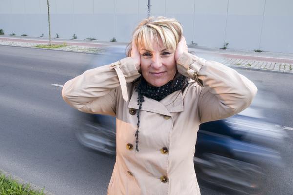 Bild: © panthermedia.net / Andy Nowack - Automotoren erzeugen Lärm - Was für Geräusche werden E-Autos entwickelt?