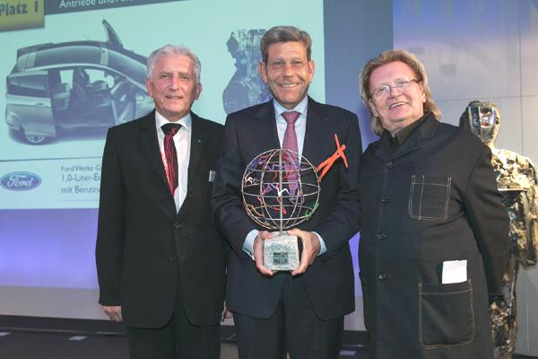Bild: © TÜV Rheinland AG / ÖkoGlobe - Prof. Dr. Jürgen Brauckmann (TÜV Rheinland), Bernhard Mattes (Vorsitzender Geschäftsführer Ford-Werke GmbH) und Juror HA Schult