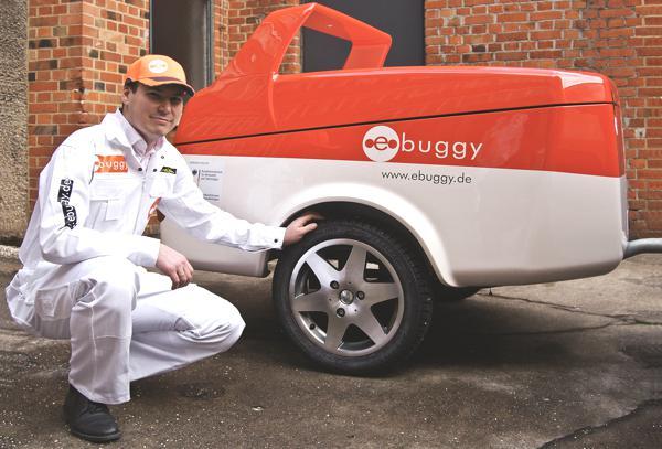 Bild: © ebuggy GmbH - 2012 - So sieht der Prototyp des Anhängers aus: klein, aber mit mächtig Energie ausgestattet