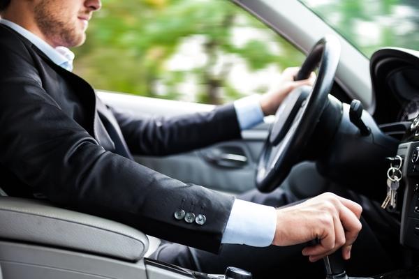 Bild: © panthermedia.net/Luca Bertolli - Die regelmäßige Nutzung von E-Dienstwagen soll Bürger für Elektroautos interessieren