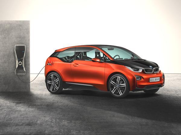 Bild: © BMW - 2012 - BMW baut mit dem i3 Coupé seine weiter E-Flotte aus.
