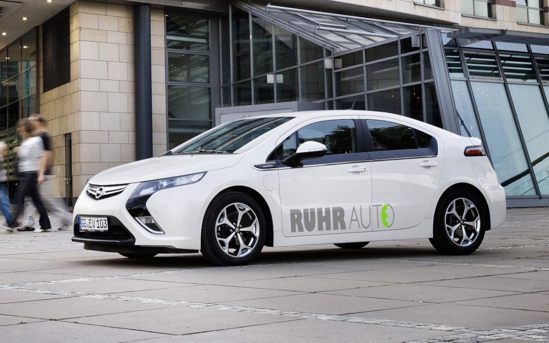 Bild: © RuhrAutoE - 2012  - E-Autos zum Ausleihen: In Essen können jetzt an zwölf Stationen Fahrzeuge mit Elektro-Antrieb ausgeliehen werden.