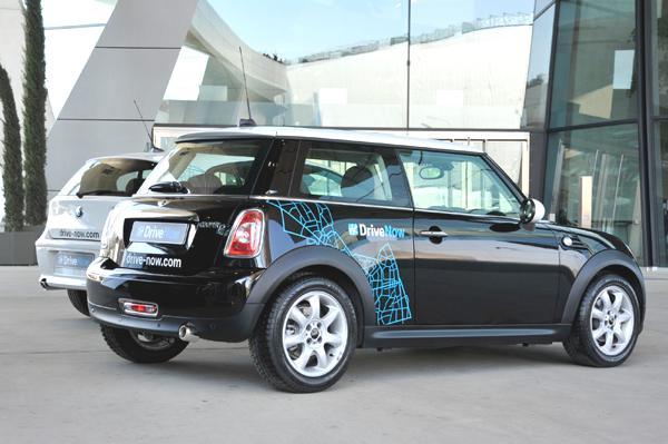 Bild: © BMW Group - Ein MINI mit dem DriveNow-Schriftzug