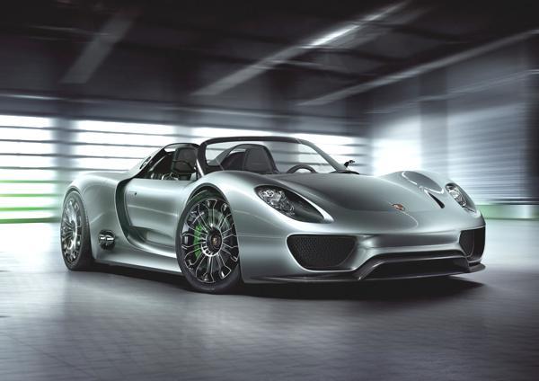 Bild: © Porsche - Der 918 Spyder ist eines von drei Porsche-Modellen mit Hybrid-Antrieb, das auf dem Automobil-Salon Genf 2010 ihre Weltpremieren feierte.
