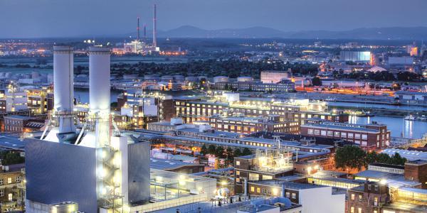 Bild: © BASF / Jörg Heieck & Edition Panorama - Das Herz der BASF-Gruppe ist die BASF SE mit ihrem Stammwerk in Ludwigshafen am Rhein.