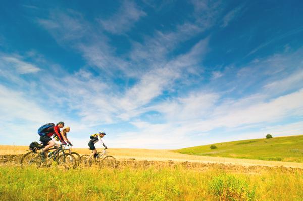 Bild: © Alina Isakovich - Fotolia.com - Laut Studie kann das E-Bike im Urlaub zur festen Alternative werden