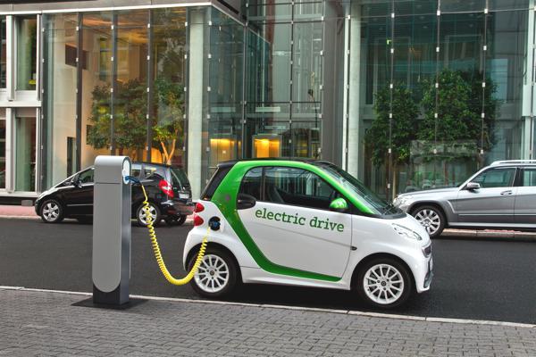 Bild: © Mercedes-Benz - Das lange Warten auf den E-smart