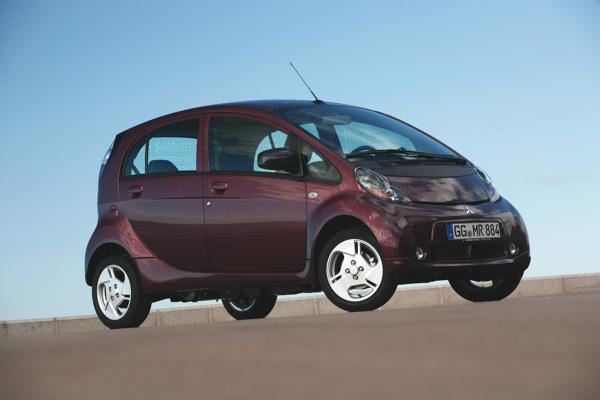 Bild: © Mitsubishi Motors - Der i-MiEV war 2010 das erste Elektroauto in Großserie